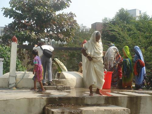 Mother India Temple1-4井邊喝水洗澡洗衣樣樣都來