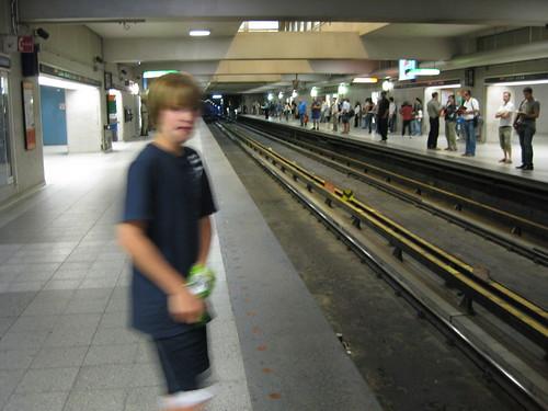 Carter in the Montreal Metro, Berri-Umaq station