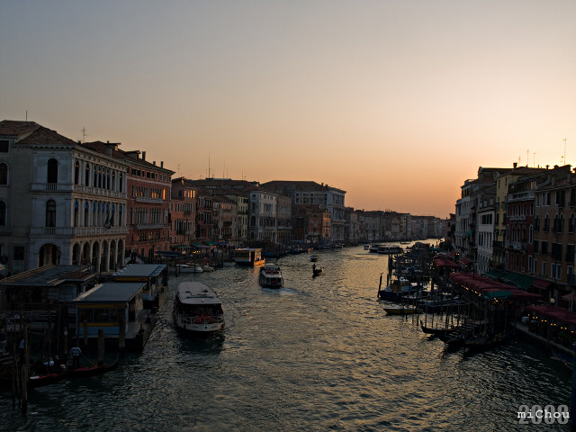 Apus peste Grand Canal