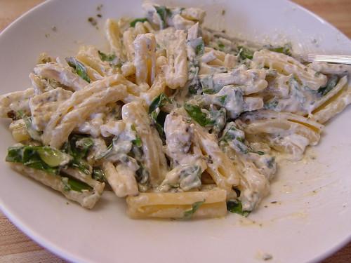 Pasta with arugula and creamy pesto sauce