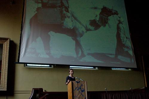 Lukas Feireiss sobre camellos y paneles solares