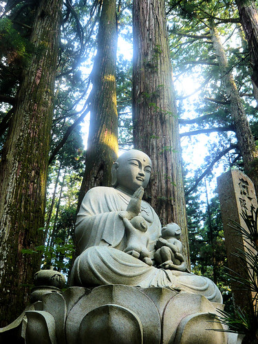 Divine statue - Okunoin cemetery