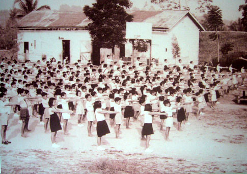 Classroom Of The 60s And 70s (2/6)