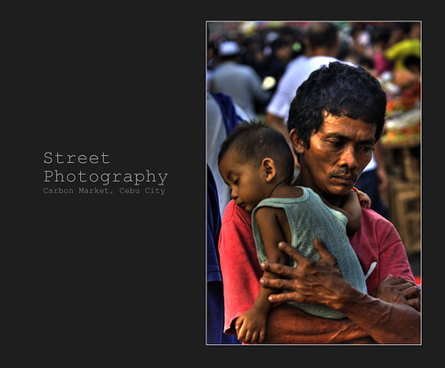 Carbon Market, Cebu City father carries his young boy, street scene Buhay Pinoy Philippines Filipino Pilipino  people pictures photos life Philippinen  菲律宾  菲律賓  필리핀(공화�)