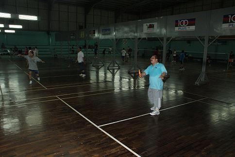 Shamsul beraksi dalam kejohanan Badminton AMK Melaka