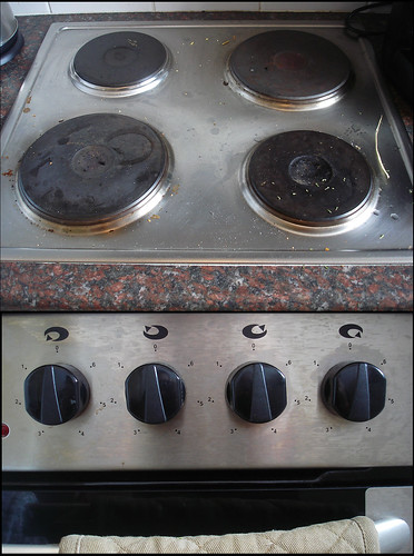 can you tell which knob goes with which hot plate?