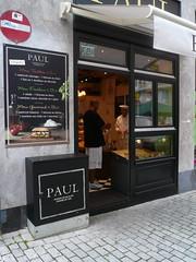 Boulangerie Paul et armoire électrique
