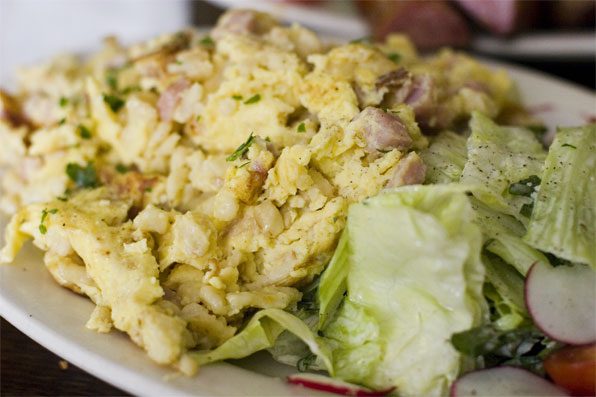 Spaetzle w/ eggs, ham, onion & salad