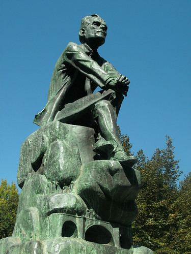 Estátua do poeta, em Amarante
