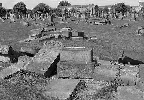 Southern Necropolis - broken headstones