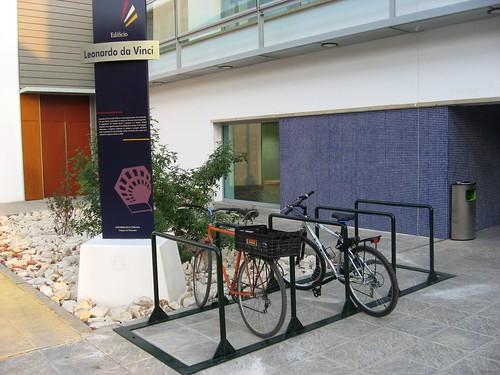 Aparcamiento para Bicicletas en el Edificio de Leonardo Da Vinci en la Universidad de Cordoba