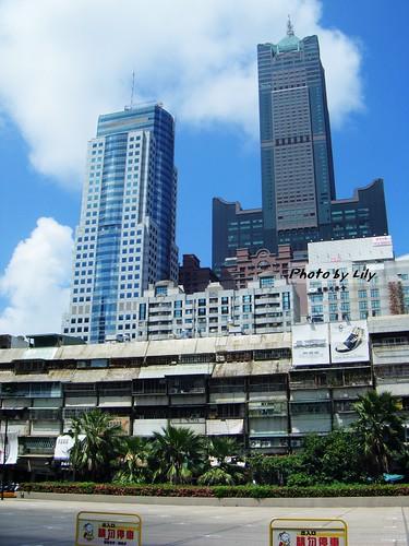 右邊那棟就是高雄85大樓。