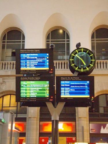 cold and impatient at gare de l'est.....jpg