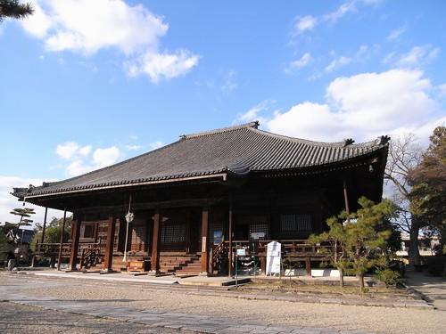 本堂內の300個の燈篭が美しい『西大寺』@奈良 (by 奈良に住んで ...
