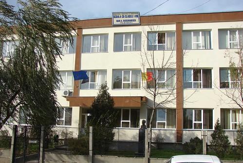 "Școala cu clasele I - VIII ""I.A.Bassarabescu"" din Ploiești."