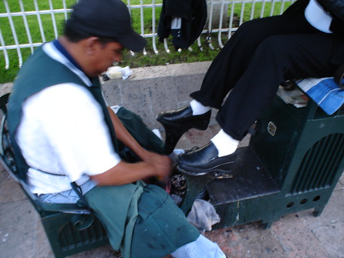 Shoe cleaner in Mexico