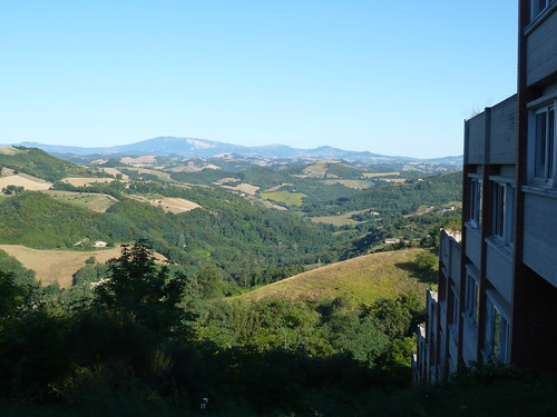 Vista da uno dei college di Urbino (courtesy of Terry Clinton)
