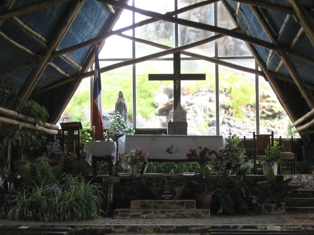 Interior de la Iglesia de Pichidangui
