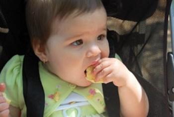 she eats the bun