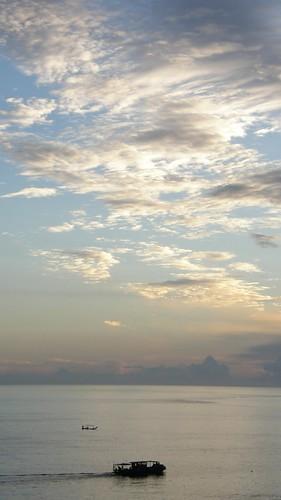 38.日出染白了雲朵 (3)