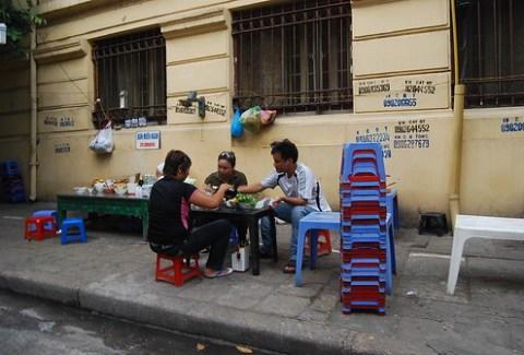 Restaurante callejero de Hanoi