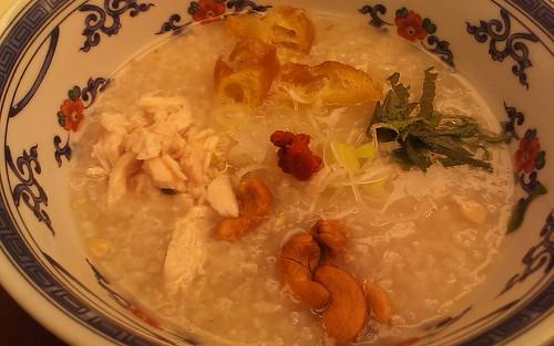 蒸し鶏とナッツの中華粥