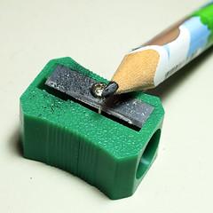 10 mm 的學齡兒童專用三角鉛筆和簡易的削鉛筆機