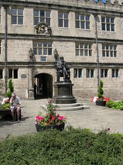 Darwin Statue and Old Shrewsbury School, Shrew...