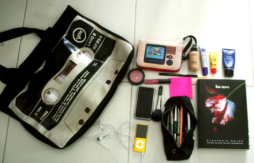 Whats in your bag by Ninha Morandini