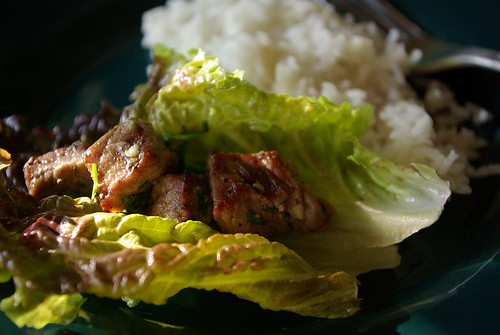 grilled beef in lettuce