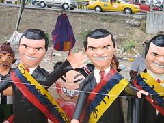 Correa con la banda presidencial al revés