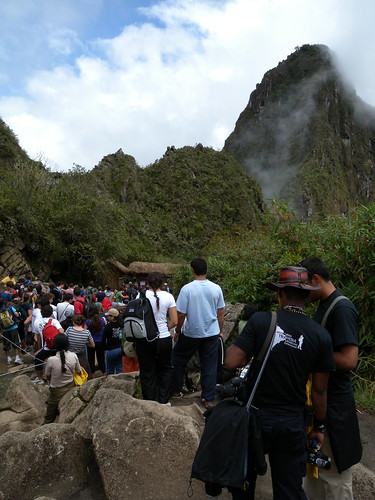 The line for and summit of Wayna Picchu.
