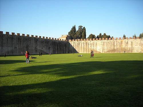 Piazza dei Miracoli - le mura