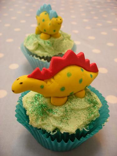 Dinosaur Cupcakes by neviepiecakes.