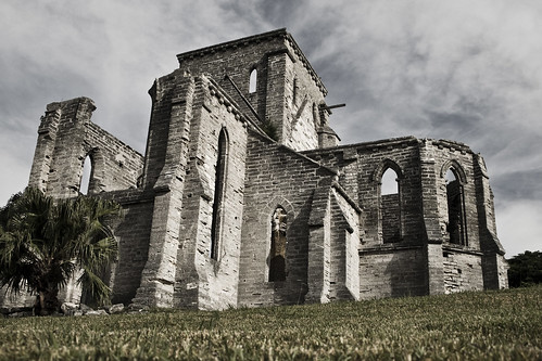 The Unfinished Church in Bermuda was designed to be a bigger building for the Anglican Church in the early 1800s. The building program ran out of money and consequently the Gothic church was left unfinished.