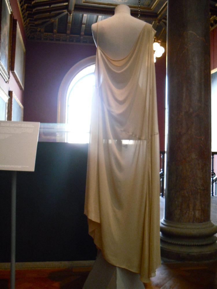 Long off-white sleeveless dress