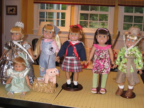Sewing group dolls