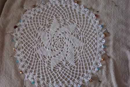 Crocheted pinwheel doily1