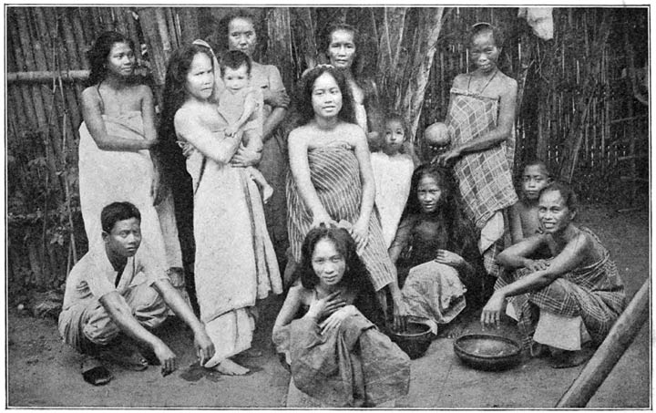Family Visaya Philippine old pictures photograph black and white Philippines Buhay Pinoy Filipino Pilipino  people photos life Philippinen
