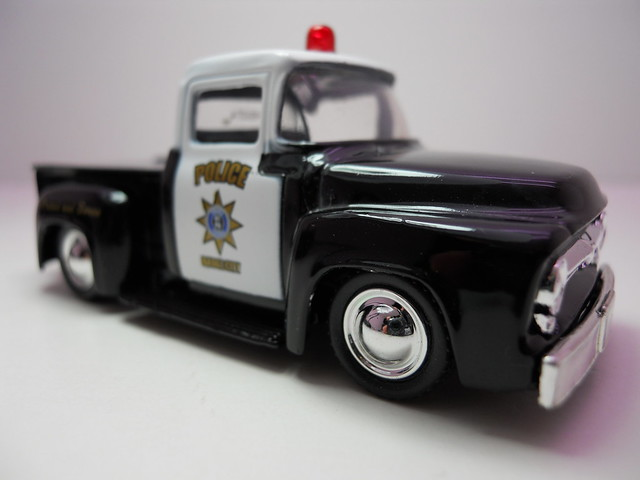 jada toys badge city heat wave 2 '56 ford f-100 police (3)