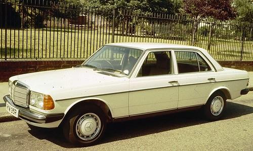 800px-Mercedes_Benz_W123_Sedan