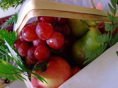 buah-buahan dalam raga buluh
