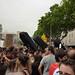 Uns taüds passejant per Pl. Catalunya