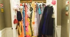 el armario de la vergüenza, con los 27 vestidos