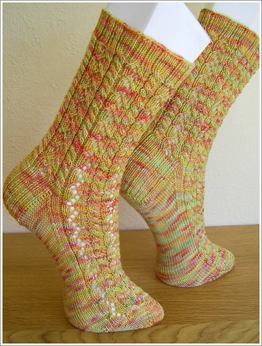 * A terrific pattern for showing off handdyed yarns!
