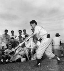 Phil Rizzuto, N.Y. Yankees bunting wonder, ill...