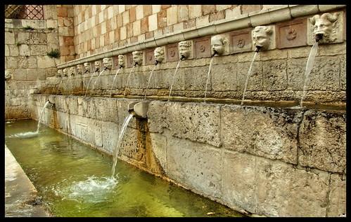 L'Aquila - Fontana delle 99 cannelle da torebue.
