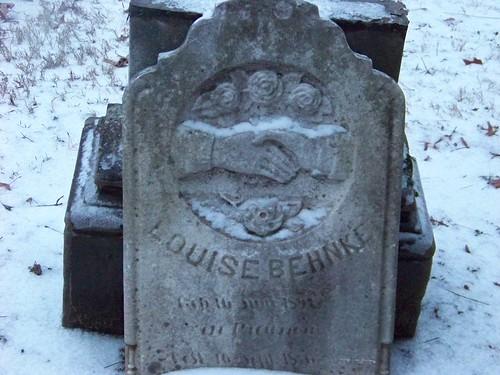 Louise Behnke tombstone