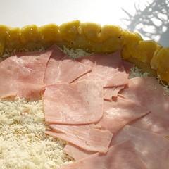 Belegen mit Käse und Schinken