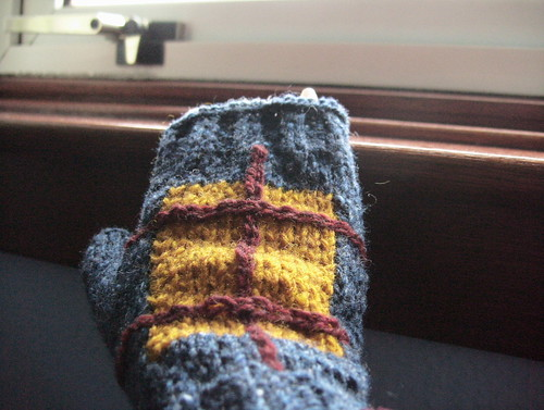 Glove with Intarsia Detail